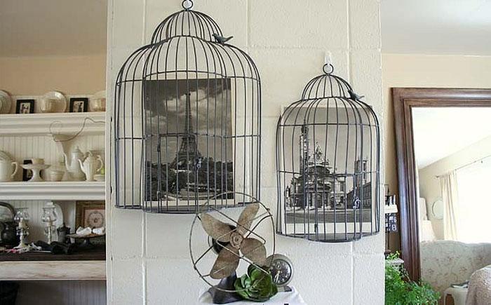 Птичьи клетки в интерьере гостиной