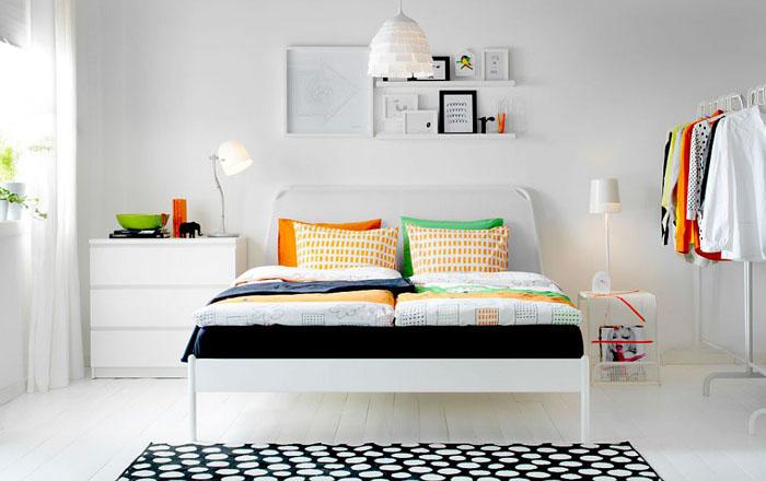 Яркие краски в стильной спальне
