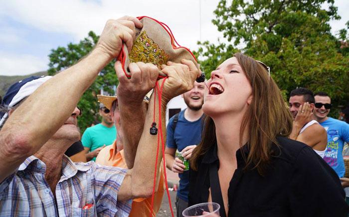 На фестивале вина в Тенерифе