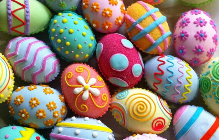 10 простых и эффектных способов превратить пасхальные яйца в праздничное украшение