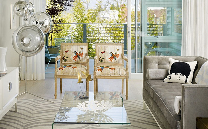 Симпатичные стулья с цветочным принтом - элемент женственности в гостиной
