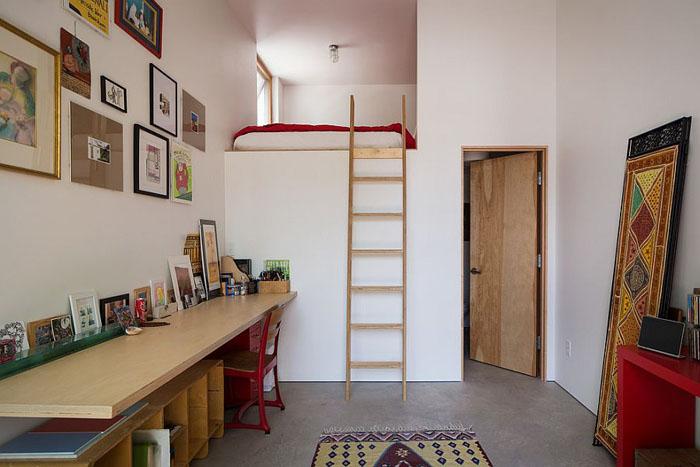 По лестнице на кровать