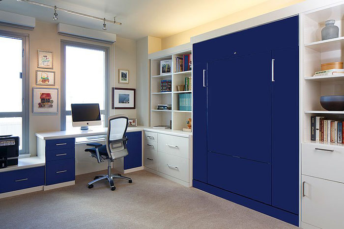 Домашний офис с встроенной кроватью на заказ от Valet Custom Cabinets & Closets