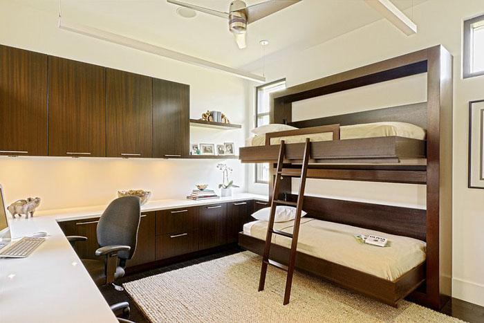 Домашний офис с двухъяросной кроватью от Caden Design Group
