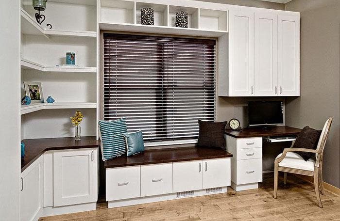 Современный домашний офис с шкаф-кроватью