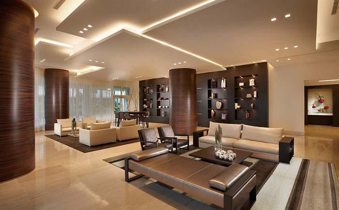 Интерьер помещения с высокими потолками от Pepe Calderin Design