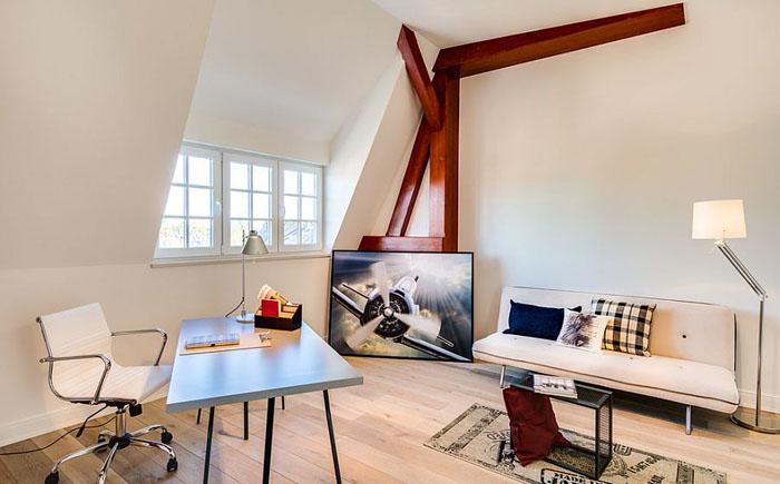 Домашний офис на чердаке от Wohngesicht