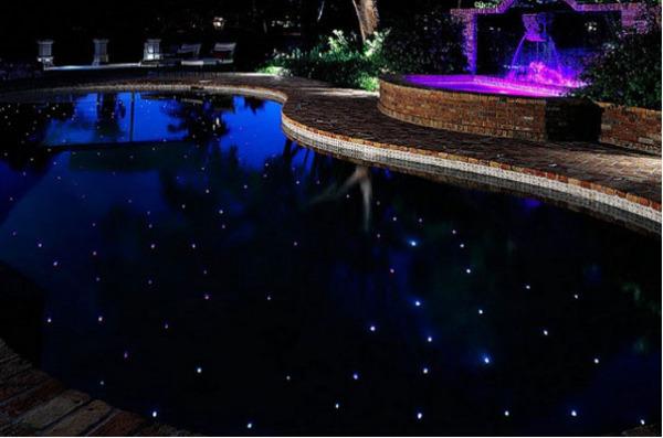 Оригинальная подсветка бассейна