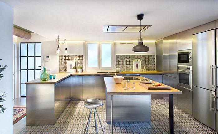 Стальная кухня в индустриальном стиле от Egue y Seta