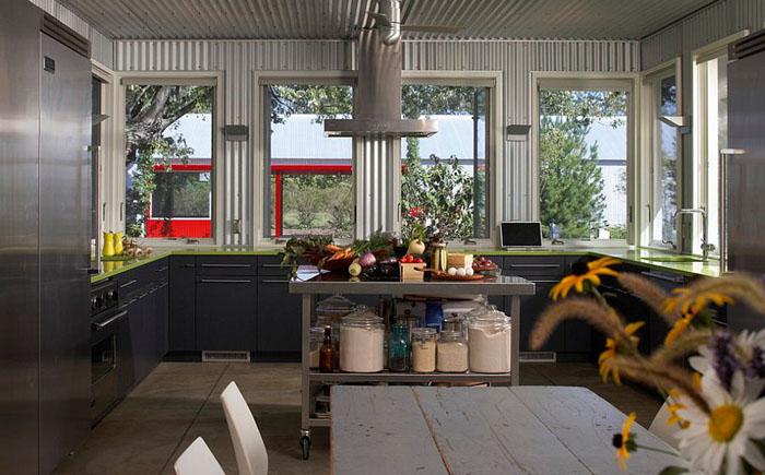 Интерьер кухни в индустриальном стиле от Wheeler Kearns Architects