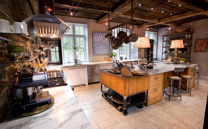 Эклектичный фермерский дом с кухней в индустриальном стиле от Jarrett Design