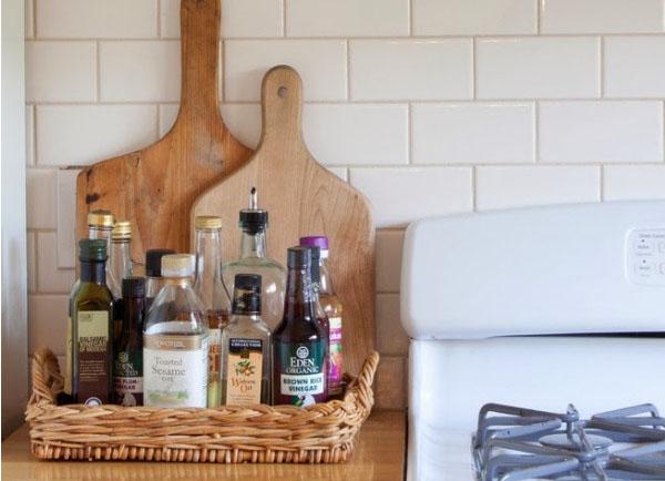 Плетёный поднос для кухонных мелочей