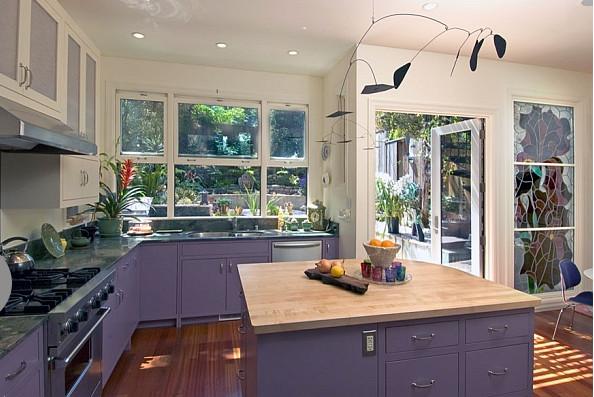 Фиолетовая кухня от Jeff King & Company