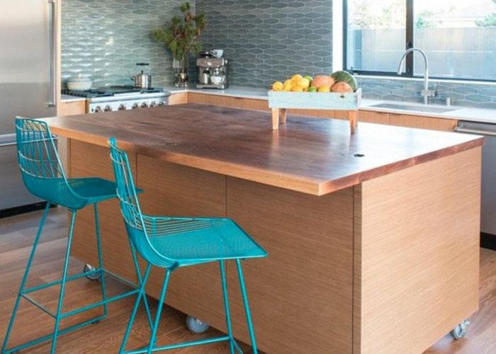 Кухонный остров-стол на колёсах