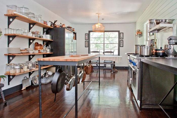 Кухонный остров в индустриальном стиле