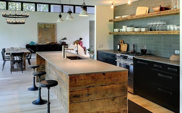 Кухня Amagansett home от Athena Calderone