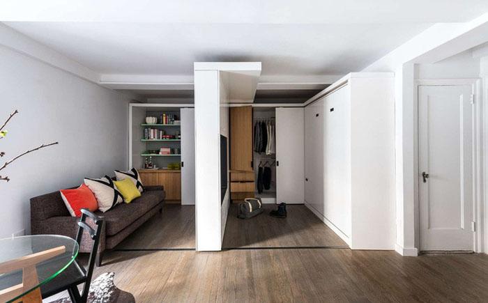 Раздвижная стена двигается от одного конца комнаты до другого