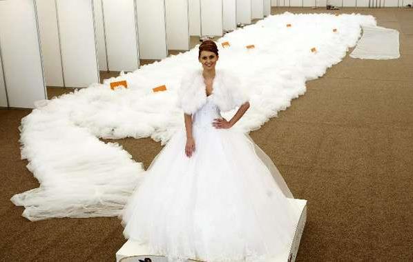 Платье длиной в полтора километра от румынских дизайнеров