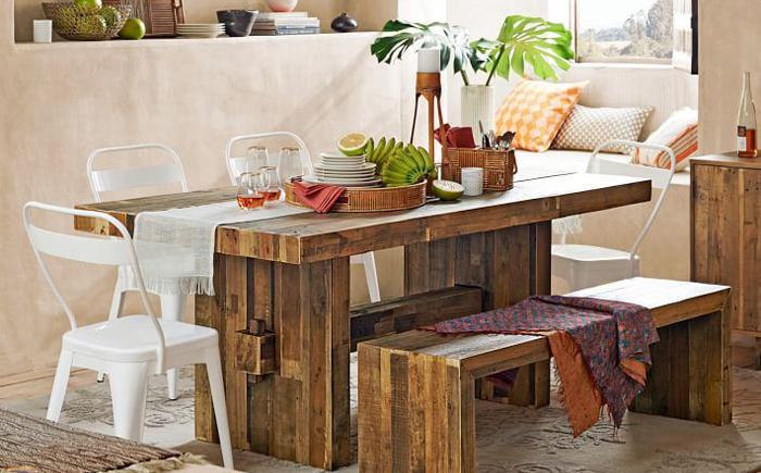 Столовая в стиле бохо с деревянным мебельным гарнитуром