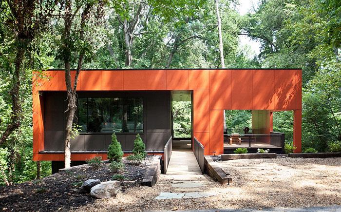 Дом может быть оранжевым и снаружи