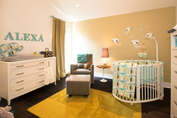Красивая детская с круглой кроваткой в углу комнаты