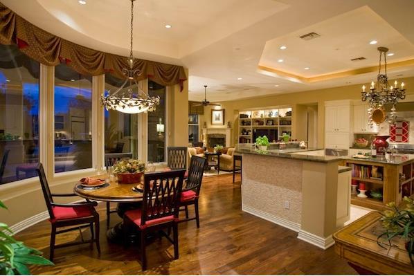 Круглый обеденный стол - идеальный выбор для кухни