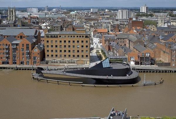 Вес моста 1000 тонн, длина 57 метров