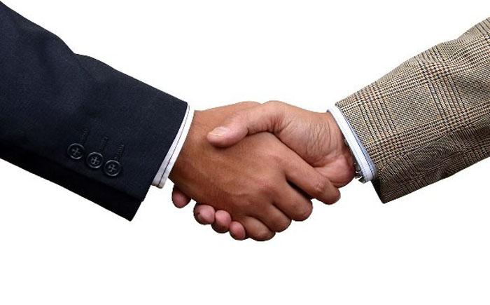 Как правильно пожать руку