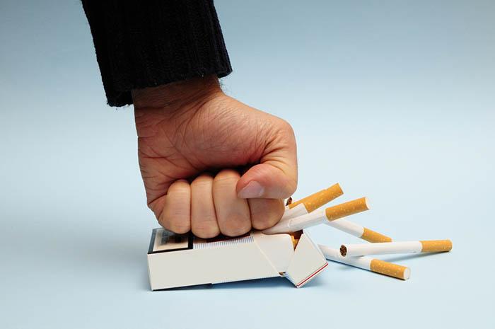 Как бросить курить: 10 эффективных средств помогут справиться с вредной привычкой