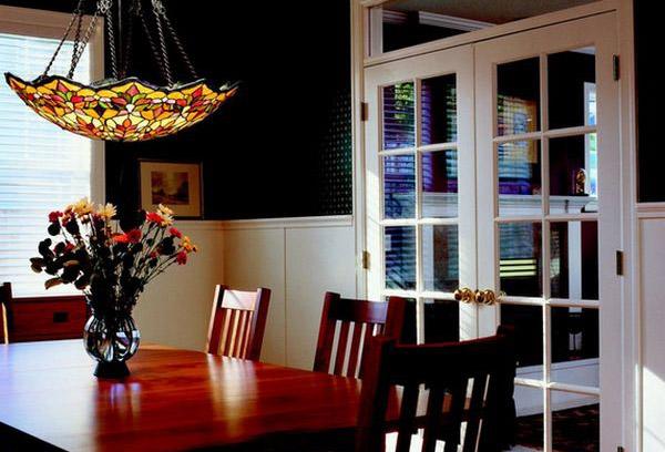 Оригинальный светильник в столовой
