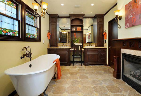 Стильная ванна с витражными окнами