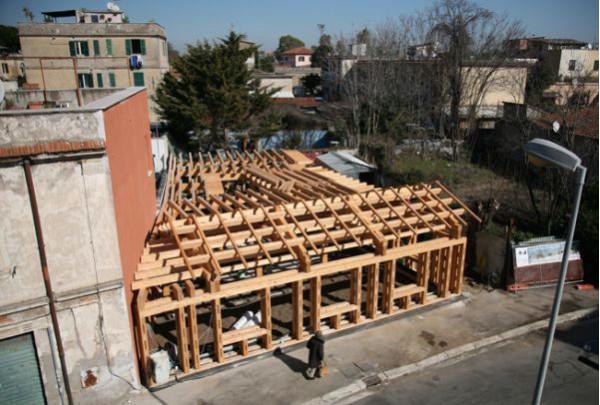 Первый дом из соломенных блоков в Риме