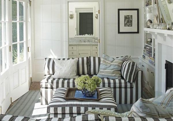 Полосатые диваны для пляжного домика