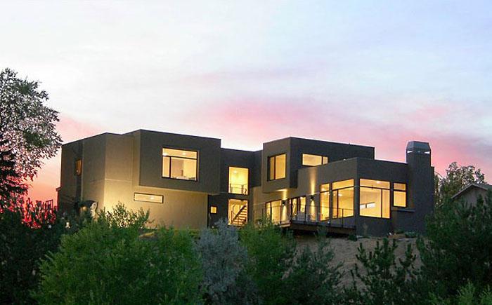 Дом с оштукатуренным фасадом от Williams Partners Architects.