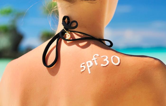 Использовать солнцезащитные средства с SPF ниже 30