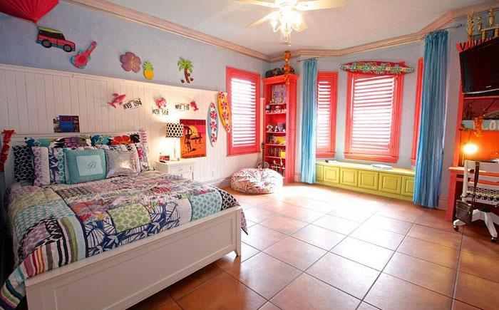 Разноцветная спальня от McReynolds Designs