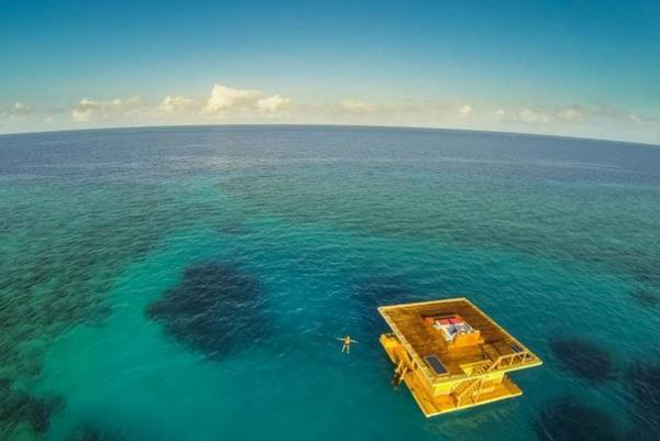 В 250 метрах от берега расположен удивительный подводный номер