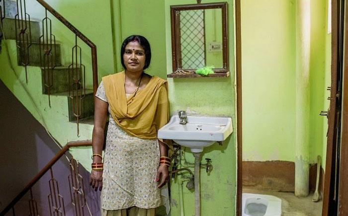 Общий женский туалет в деревне — 5