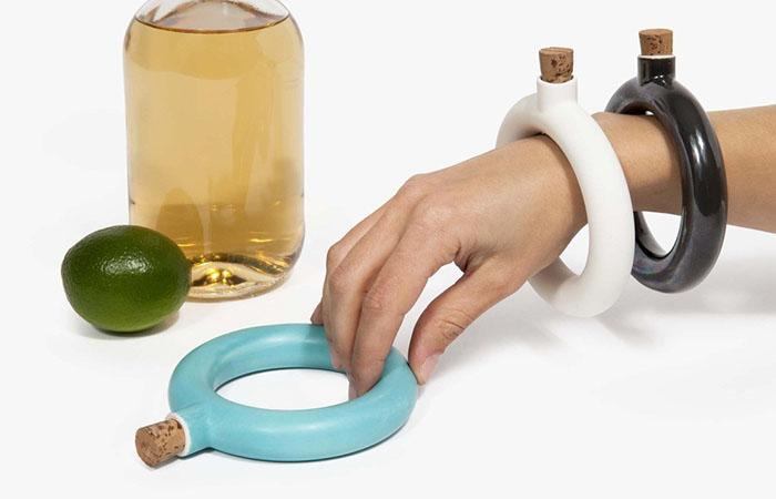 Не дай себе умереть от жажды: браслет-баклажка на все случаи жизни
