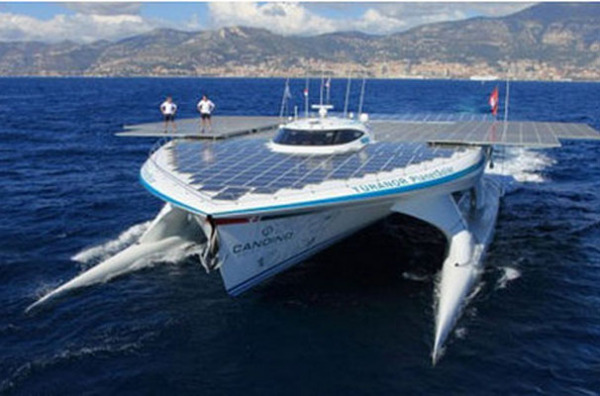 Самая большая лодка-солнечная батарея