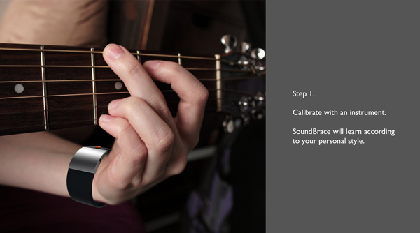 Браслет запоминает движения пальцев и рук на гитаре