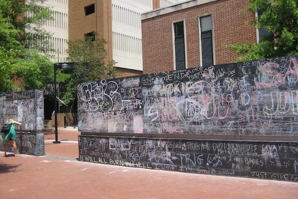 The Community Chalkboard в Шарлотсвилле, США