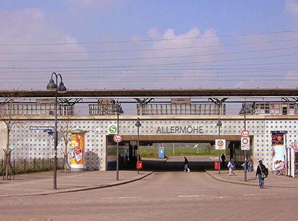 Allermoehe Wall –стена ж/д вокзала в Гамбурге, Германия