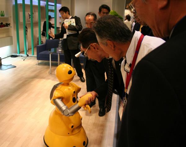 Робот-помощник Wakamaru