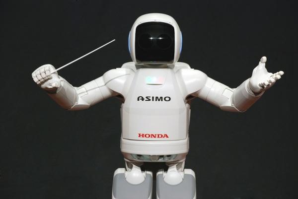 Многофункциональный робот ASIMO дирижирует оркестром в Детройте