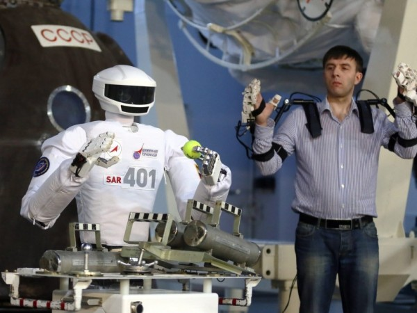Российский робот SAR-401, созданный для работы на МКС