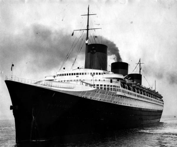 Гигантский лайнер Normandia