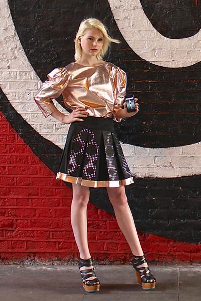 Футуристичная юбка-дисплей от CuteCurcuit