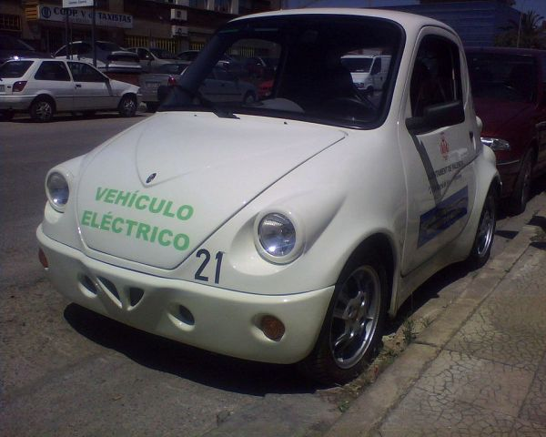 Компактный электромобиль Town Life Helektra