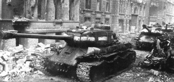 ИС-2 в Берлине, 1945 год